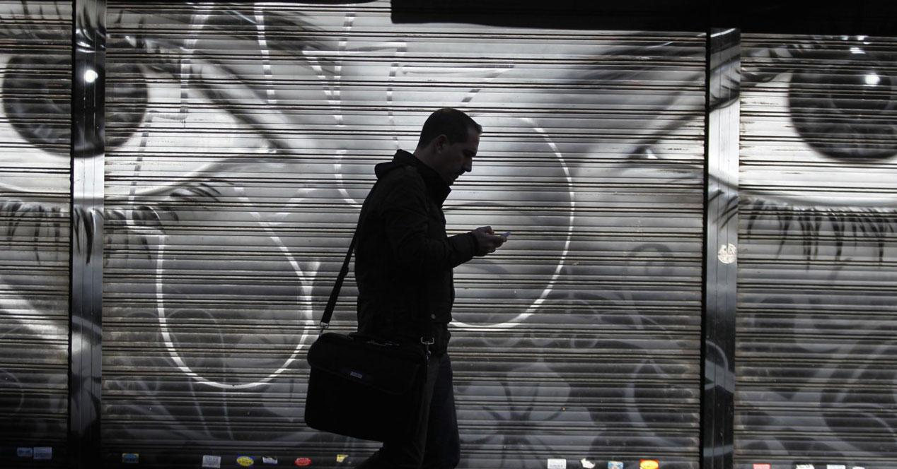 telefono graffiti ojos