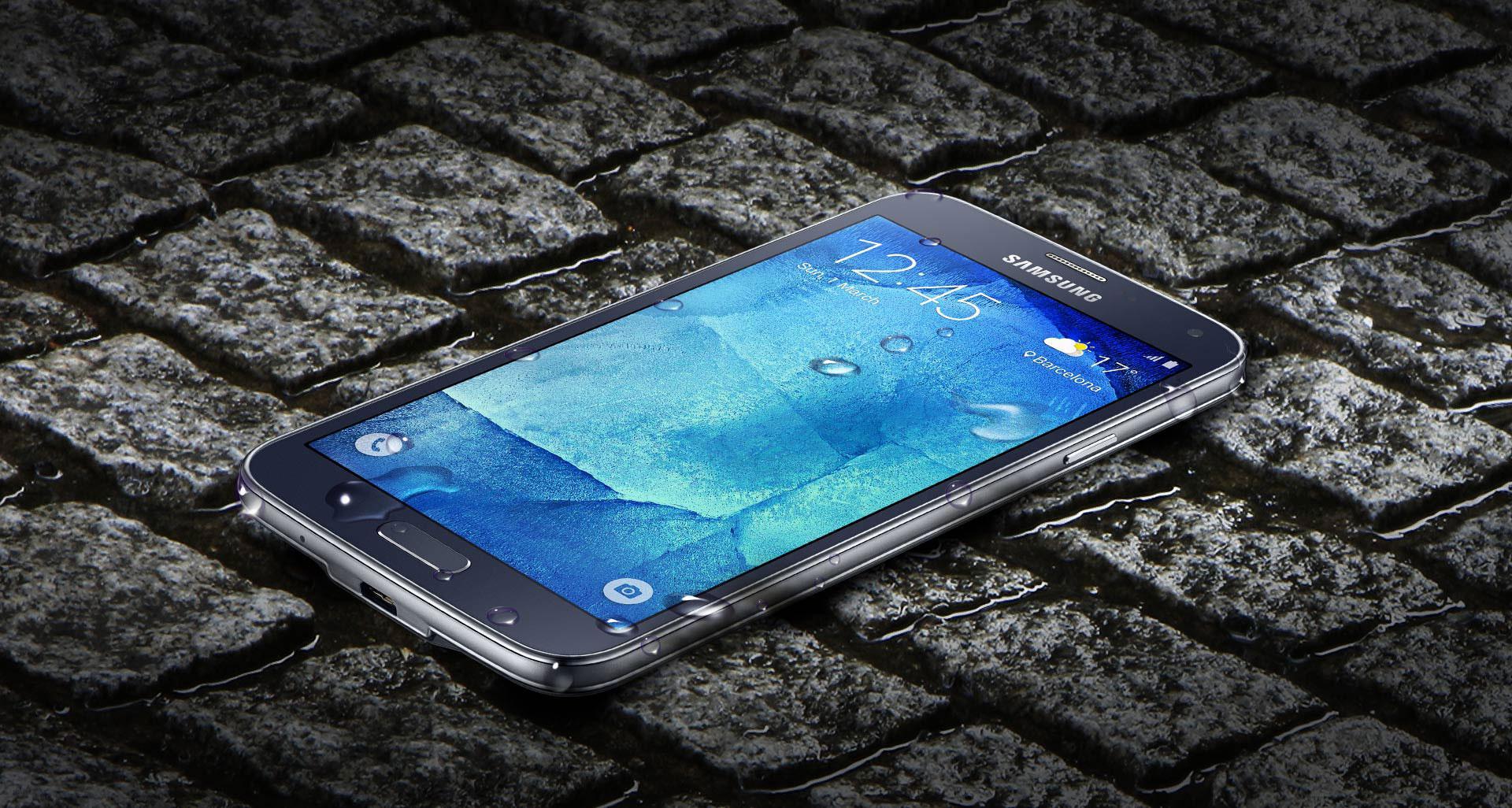 Samsung Galaxy S5 Neo con agua