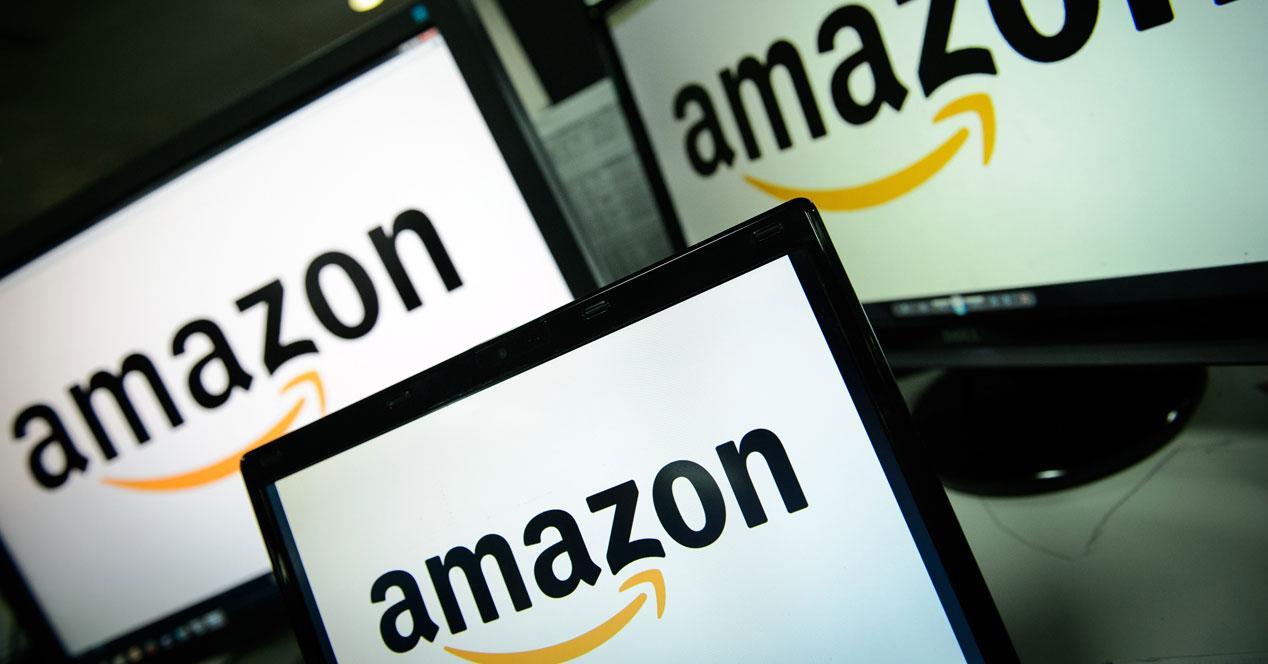 Logo de Amazon en unas pantallas