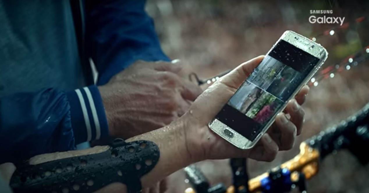 Galaxy S7 bajo la lluvia resistente al agua