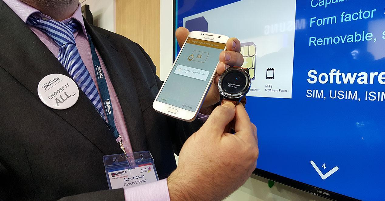 Samsung Galaxy S6 con Samsung Gear S2 Classic