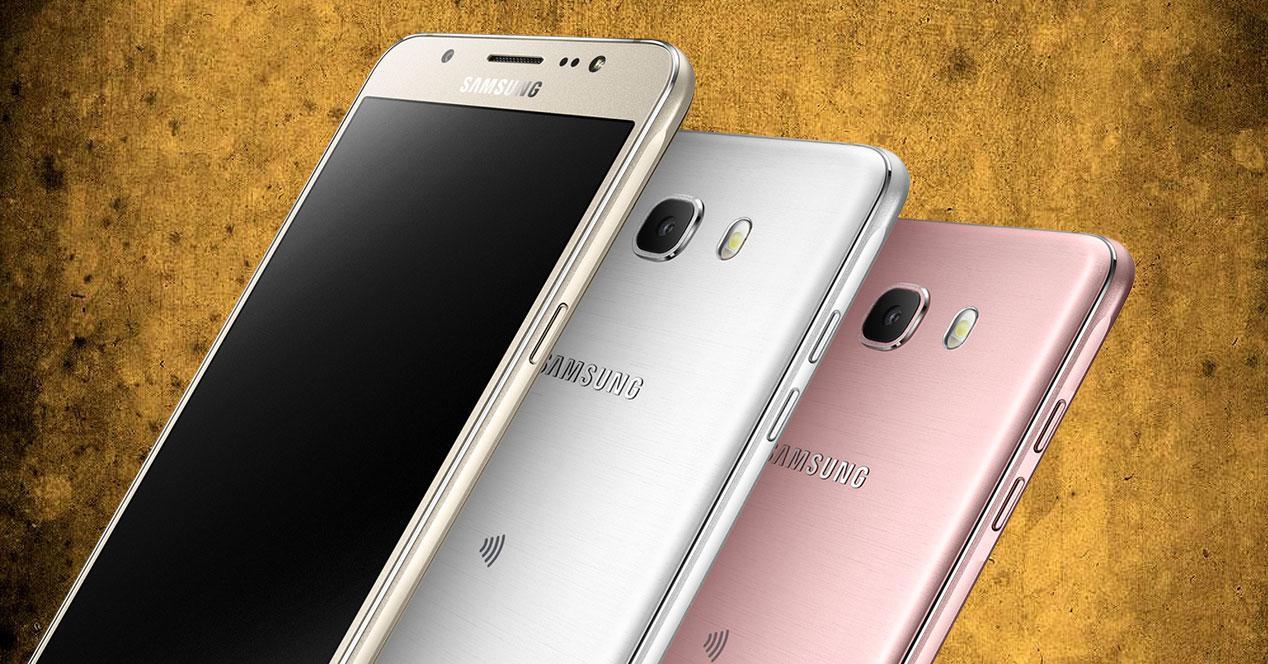Samsung Galaxy J7 (2016) en dorado, blanco y rosa