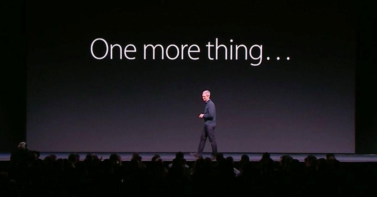 Tim Cook en una keynote con letrero one more thing