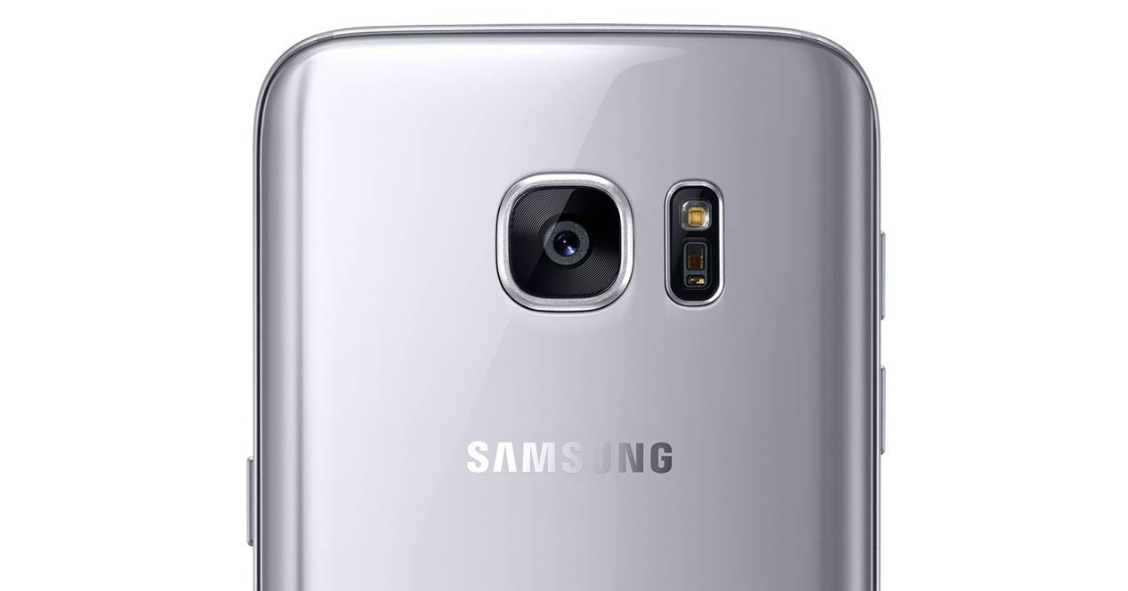 Galaxy S7 color plata mostrando camara de fotos