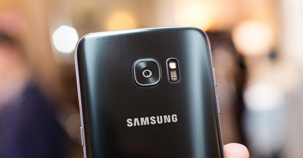 Samsung Galaxy S7 color negro camara