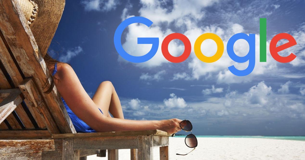 mujer en la playa con logo de google