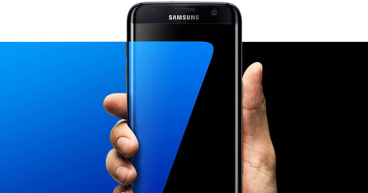 Samsung Galaxy S7 en la mano