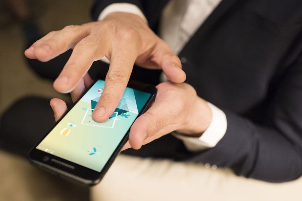 HTC 10 con pantalla funcionando