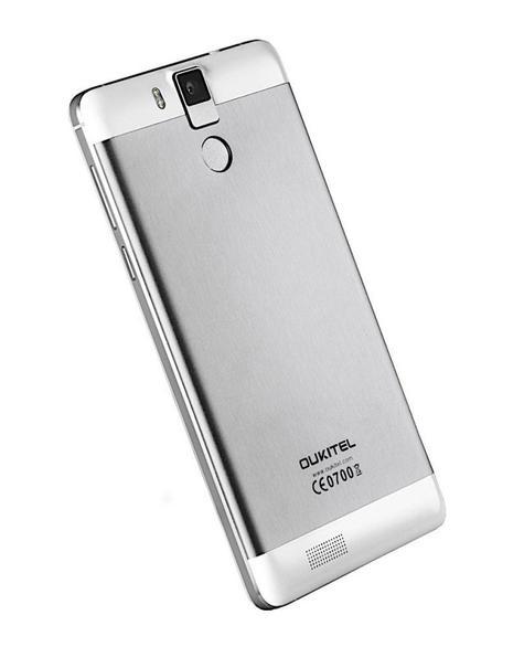 Oukitel 6000 Pro en color gris y balnco