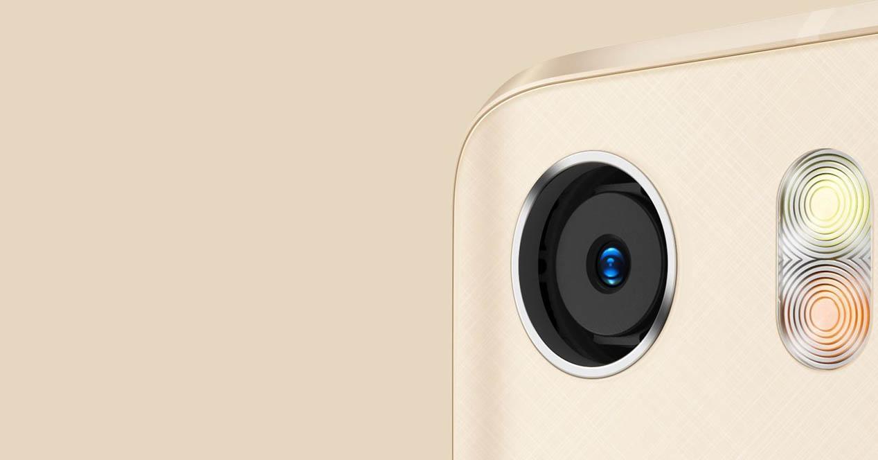 Xiaomi Mi5 de color dorado