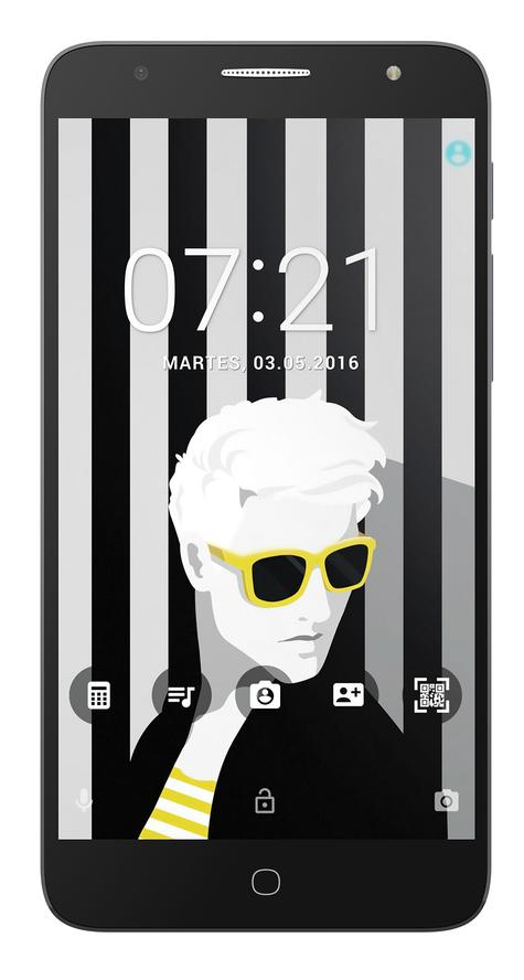 Alcatel POP 4 Plus con chica con gafas amarillas y negras