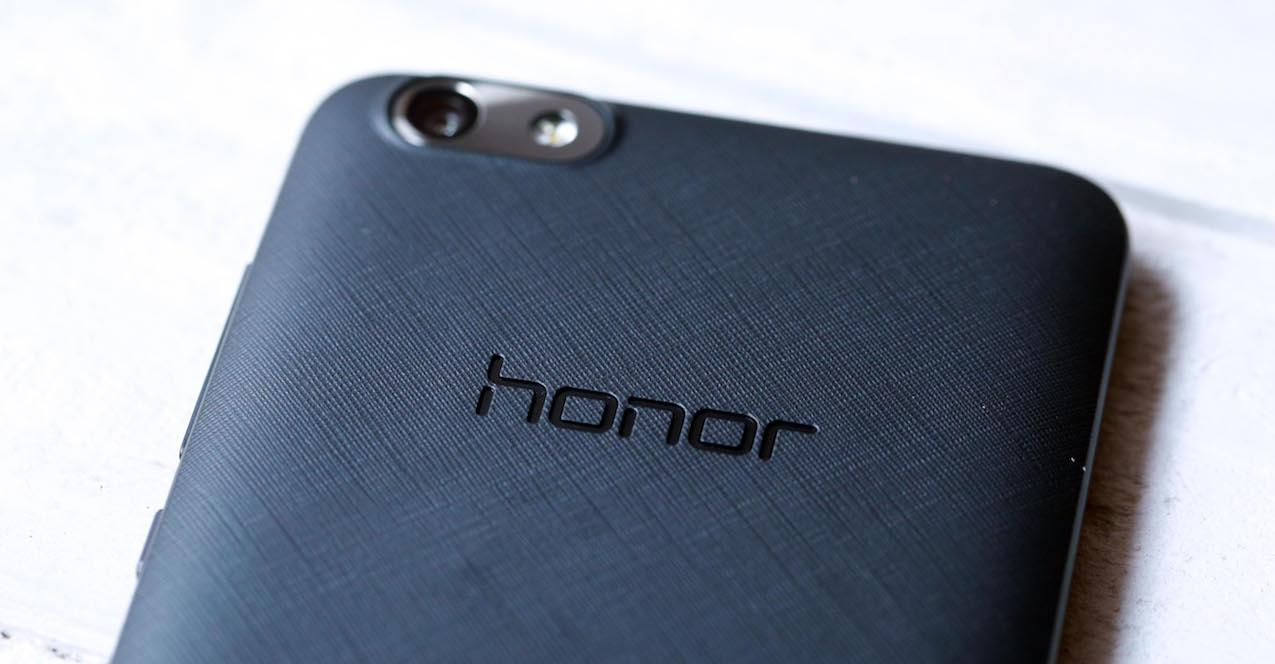 logo honor en smartphone