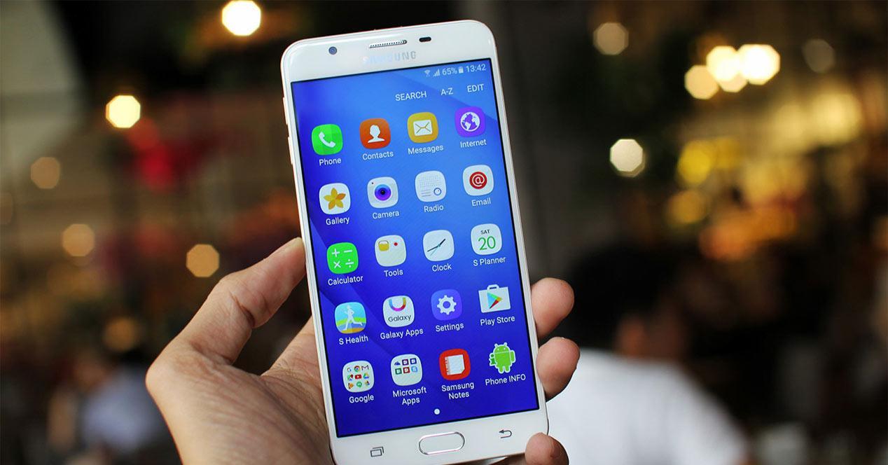 Samsung Galaxy J7 Prime en color blanco