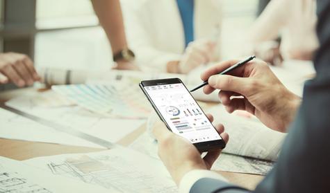 Samsung Galaxy Note 7 con gráficos de hoja de cálculo en pantalla