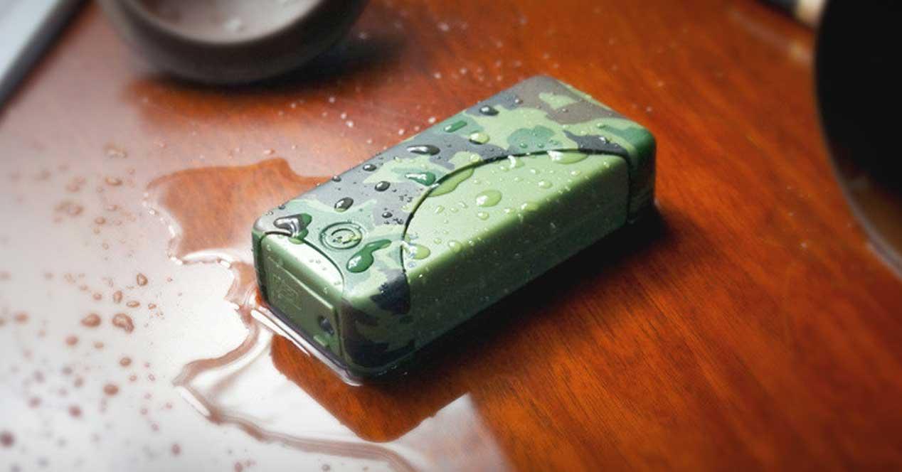 baterias externas resistentes al agua verde