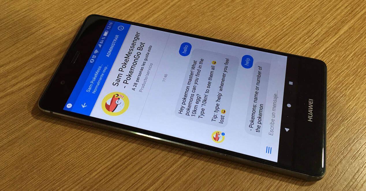 Huawei P9 con PokeMessenger bot en pantalla