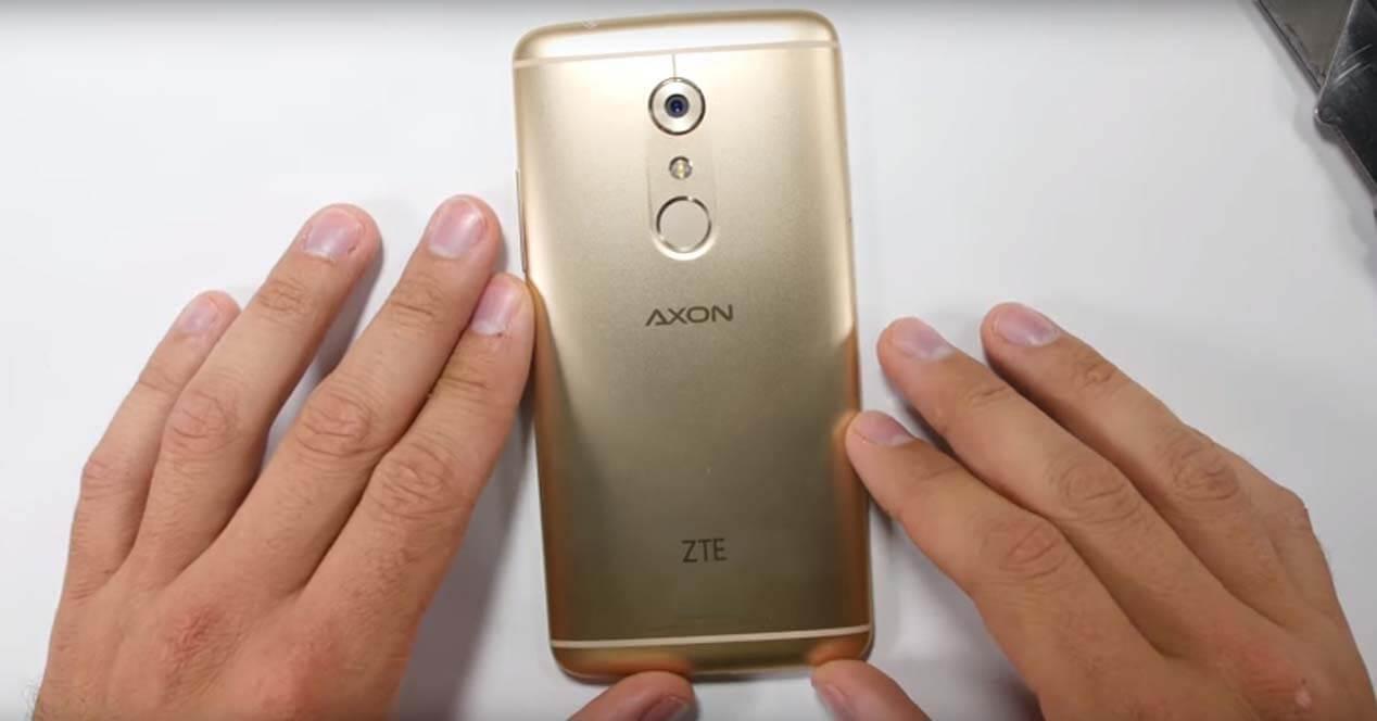 ZTE Axon 7 prueba resistencia