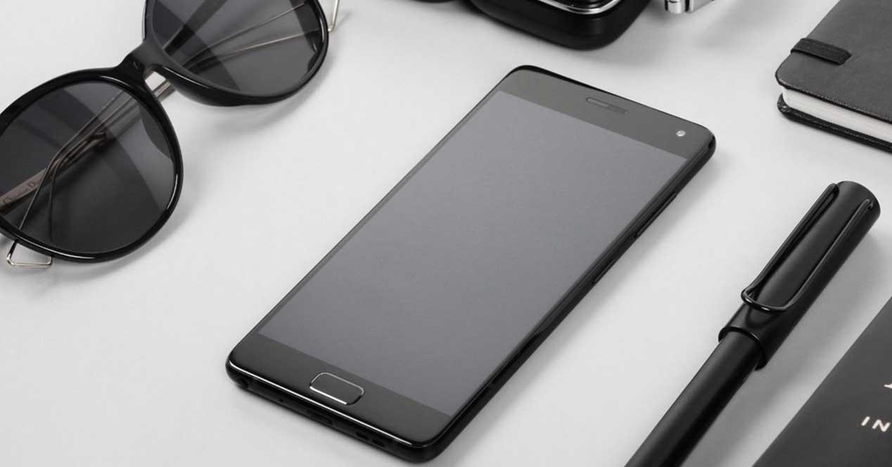 zuk-z2 de color negro