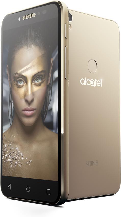 Alcatel Shine dorado con chica en pantalla