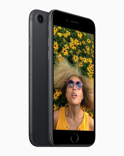 iPhone 7 con chica en la pantalla