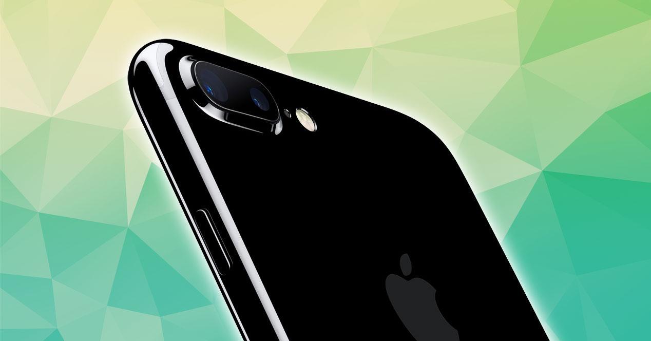 iPhone 7 Plus negro detalle carcasa negro brillante y cámara