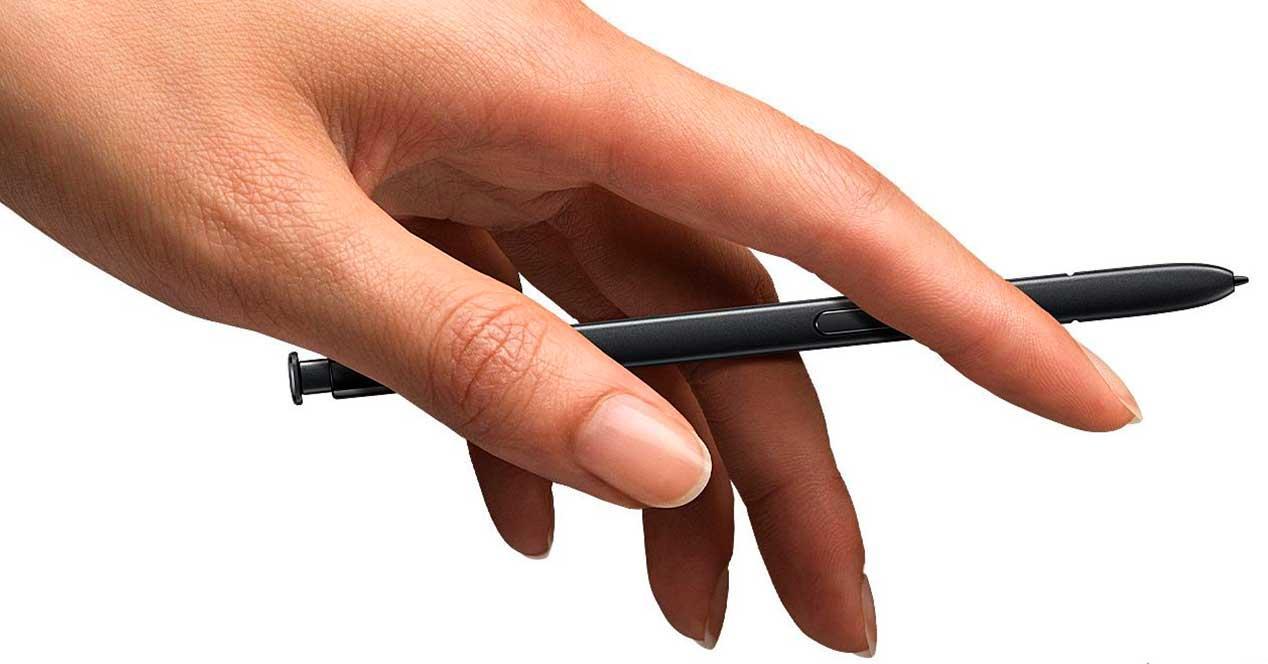 S Pen en la mano
