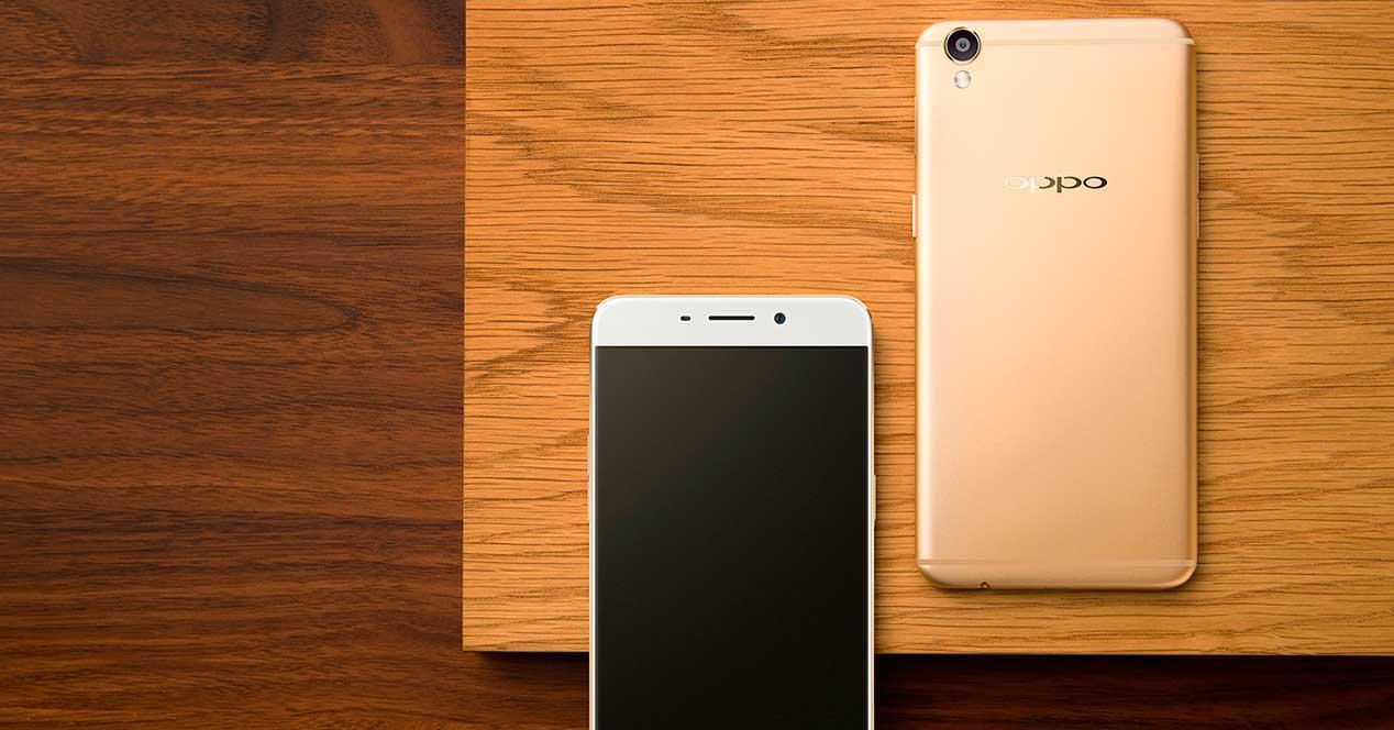 Oppo R9 de color dorado
