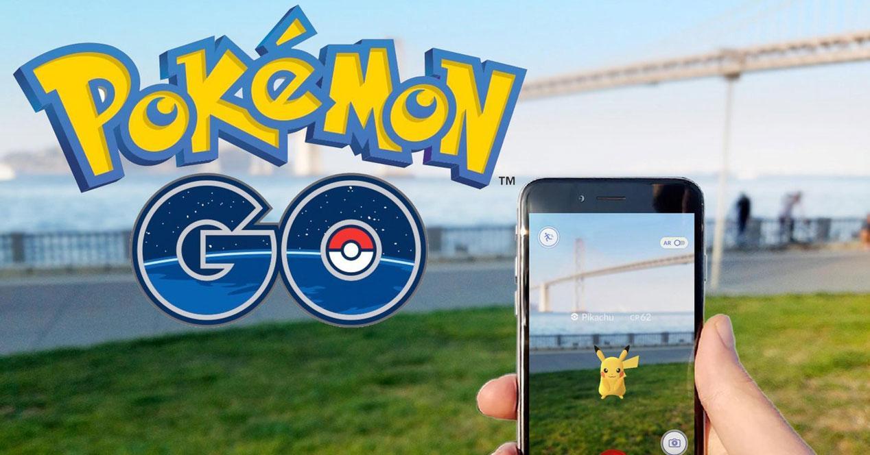 logo de pokémon go y móvil capturando pikachu