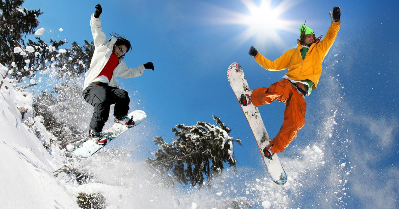 snoboarders en la nieve