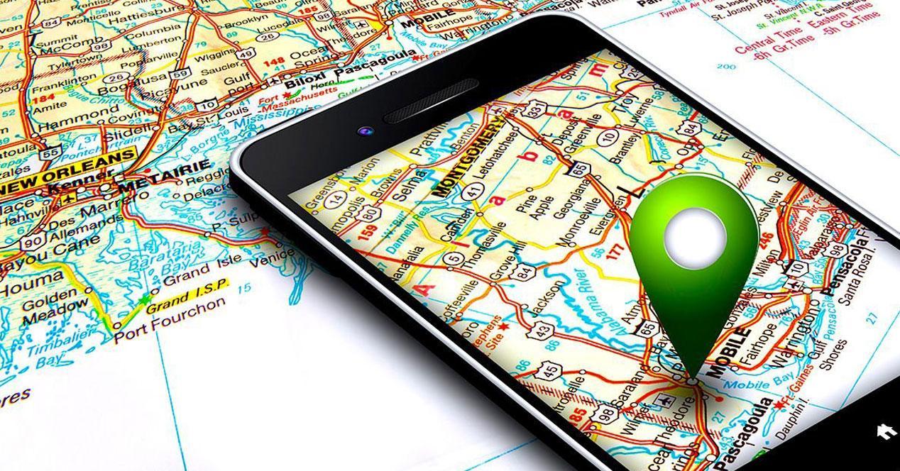 movil con GPS sobre un mapa