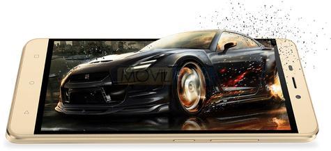 Gionee P7 Max con coche de videojuego en la pantalla