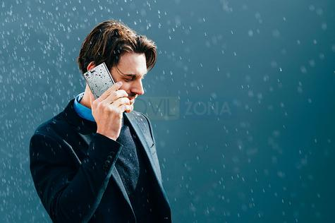Sony Xperia XZ Premium hombre hablando