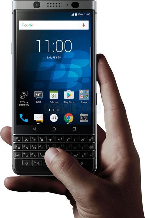 BlackBerry Keyone usando con una mano