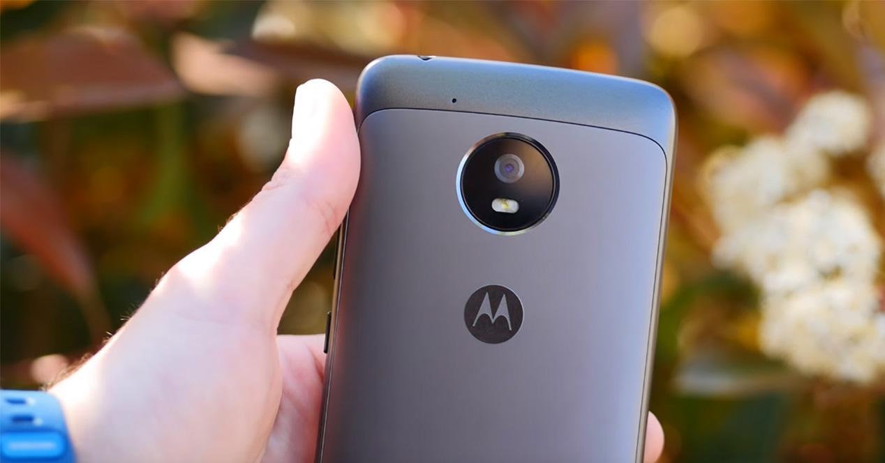 Motorola Moto G5 en color gris espacial