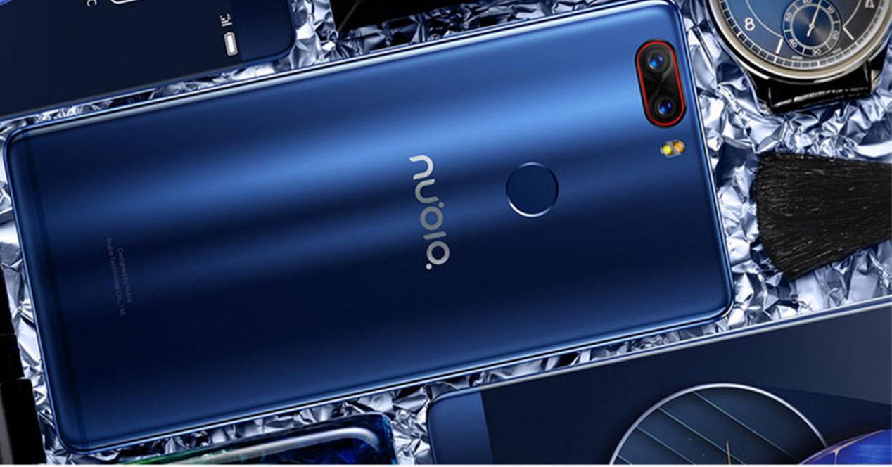 Nubia Z17 con carcasa de color azul eléctrico