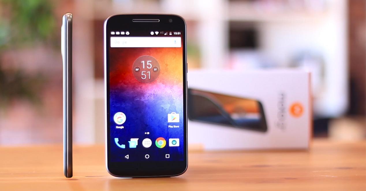Aspecto del perfil y frontal del Motorola Moto G4
