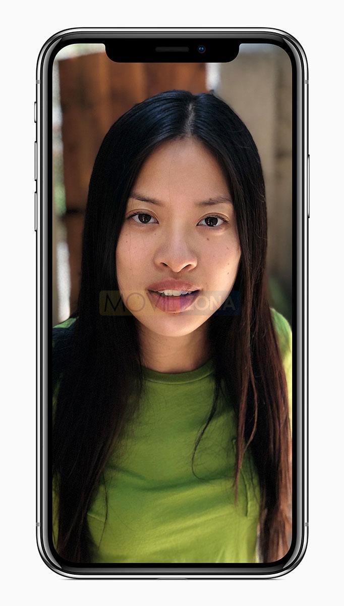 Apple iPhone X con chica en la pantalla