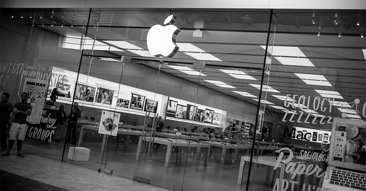 Entrada a una de las tiendas de Apple