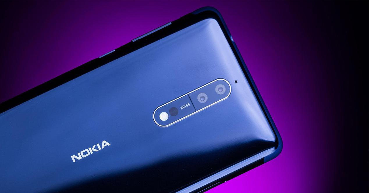 Nokia 8 de color azul