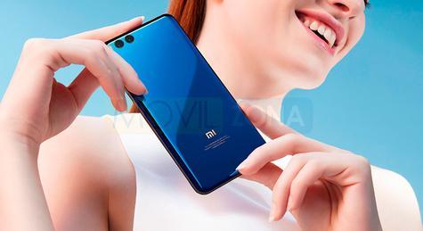 Xiaomi Mi Note 3 azul con chica