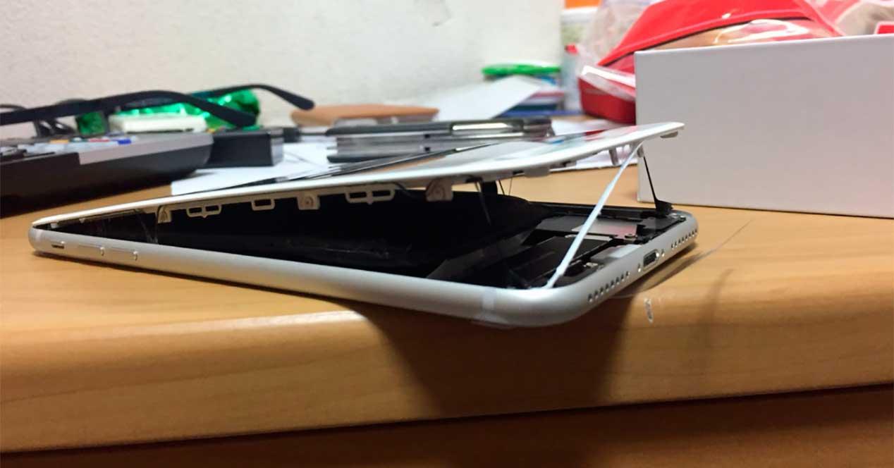 iPhone 8 con batería hinchada