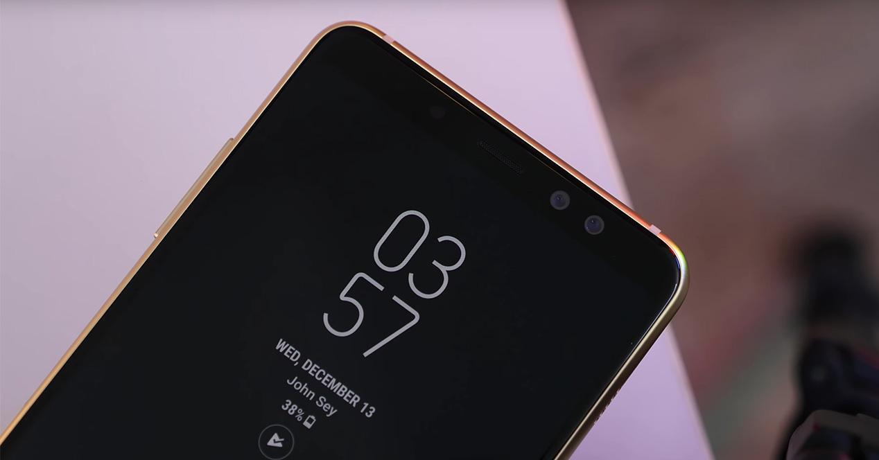 Doble cámara frontal de un smartphone Galaxy