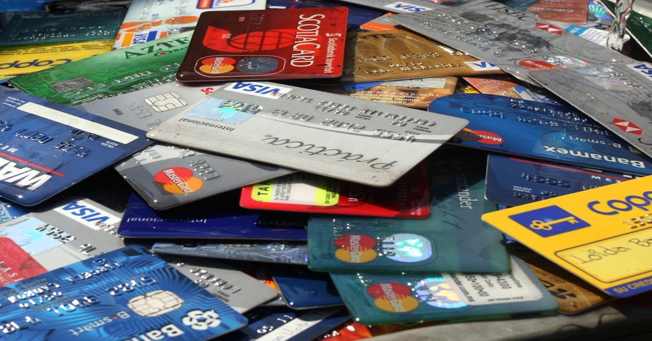 tarjetas de crédito amontonadas
