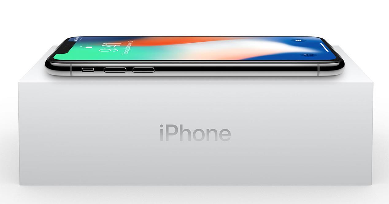 iPhone X con su caja de embalaje