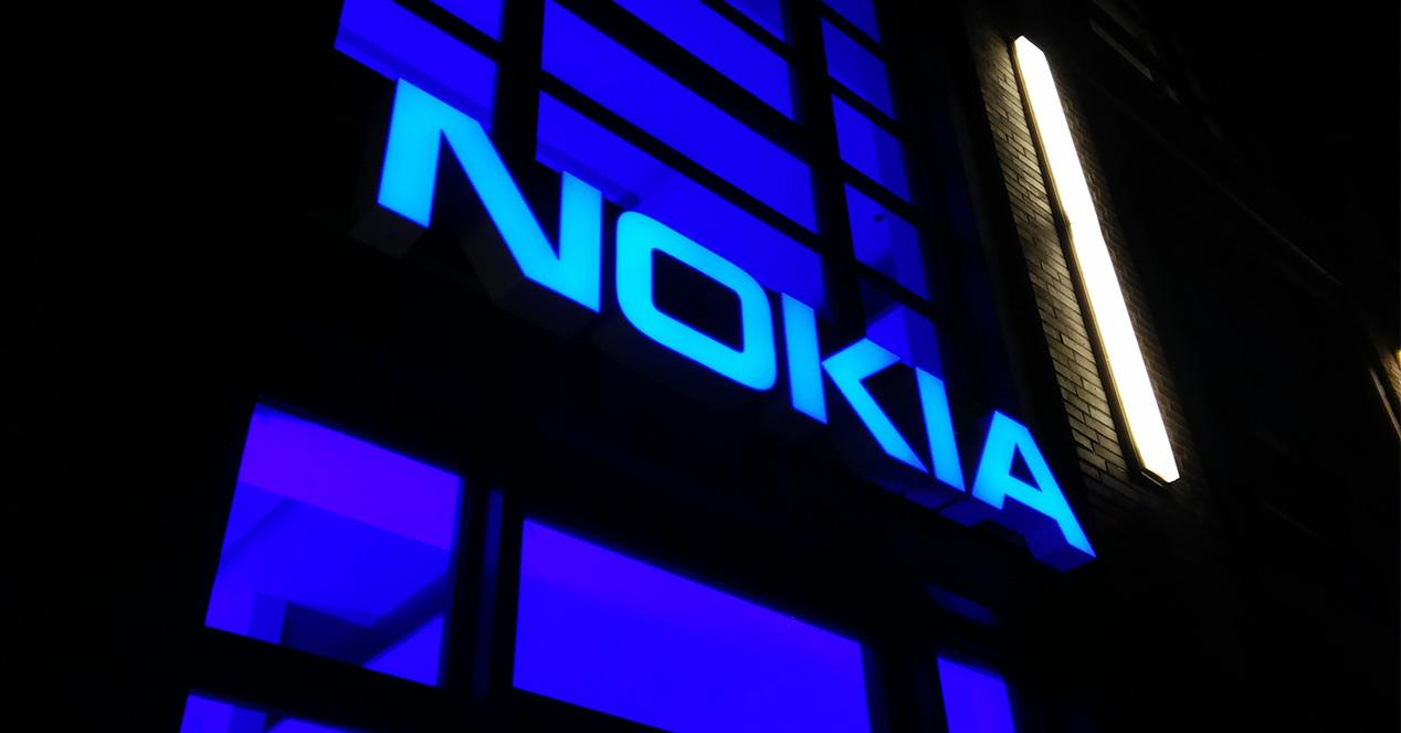 Logotipo de Nokia proyectado en una pared