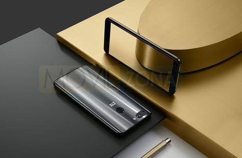 ZTE Blade V9 dorado con espejo