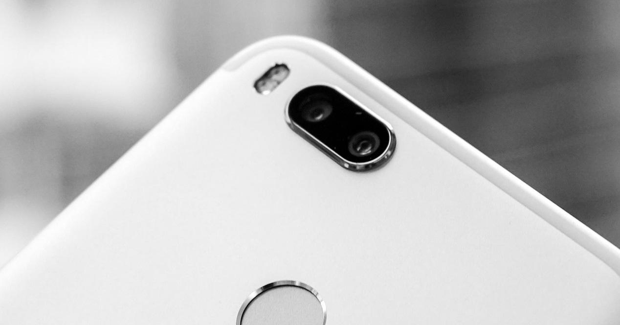 Doble cámara de un smartphone de Xiaomi