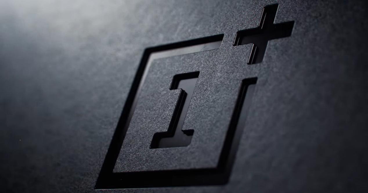 Logotipo de OnePlus en color negro