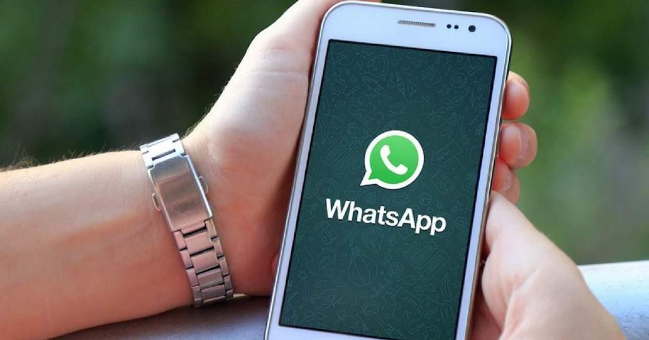 whatsapp en mano