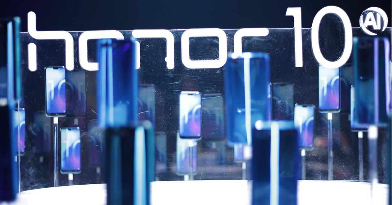 Logotipo de Honor 10 junto al diseño de su carcasa